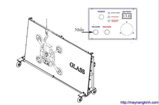 06 Thao tác vận hành tấm kính đặt đứng (kính mặt dựng)